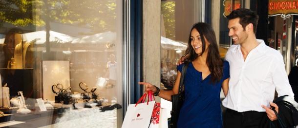 Luxury shoppers on Geneva's Rue du Rhone. Photo via Geneva Tourism.
