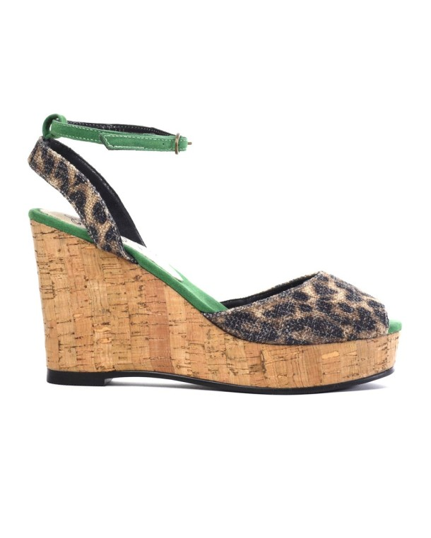 Cri de Coeur are a leading manufacturer of vegan shoes.