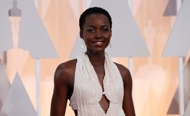 Actress Lupita Nyong'o wears a Calvin Klein gown and Chopard diamonds as she arrives at the 87th Academy Awards in Hollywood, California in this February 22, 2015 file photo. The $150,000 pearl-studded, custom-made Calvin Klein dress worn by Oscar-winning actress Lupita Nyong'o at this year's Academy Awards has been stolen, police said on February 26, 2015.    REUTERS/Mario Anzuoni/Files