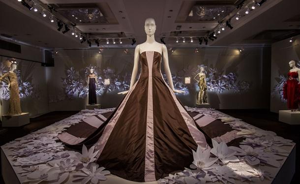Exhibition featuring Green Carpet Challenge dresses. Photo via eco-age.com