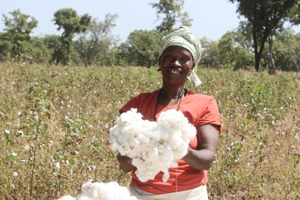 Mali farmer with her harvest of organic cotton for the Slow Fashion Container. Photo via Helvetas Switzerland.